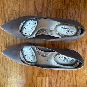 Dexflex Comfort gray pointed mini heels size 10